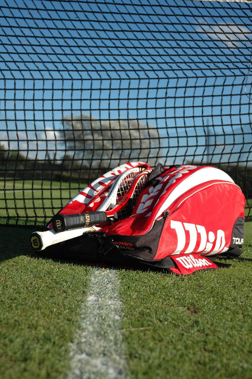 ラケットを入れるバッグにはいくつか種類がある。ジュニアテニスプレイヤーのラケットバッグの選び方。